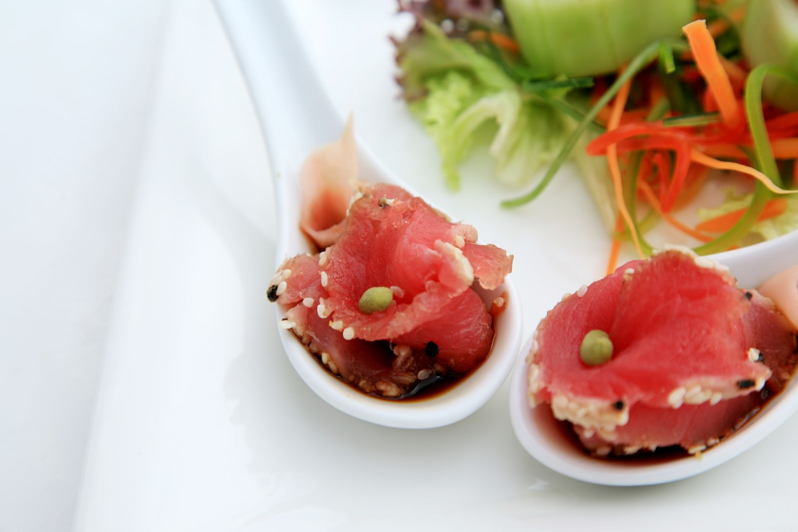 Tuna sashimi served in Chinese spoon